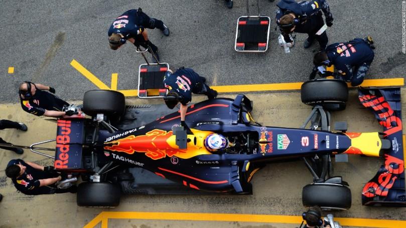 F1 pit-crew